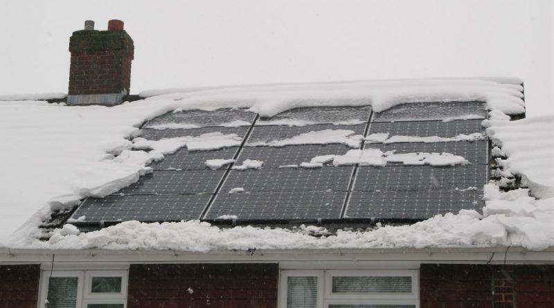 sneeuw op zonnepanelen